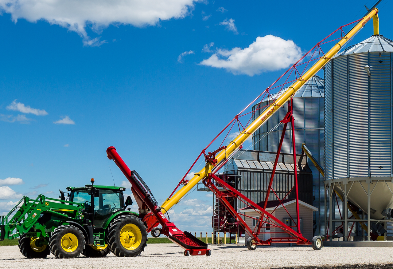 Delays in your processing chain wast time and increase operational costs. But a high capacity grain auger will help improve your harvest efficiency.